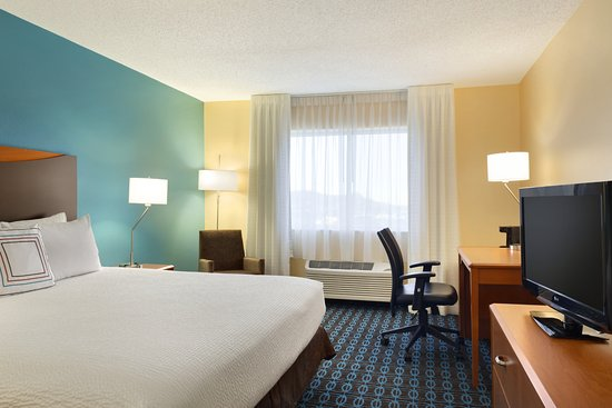 Fairfield Inn & Suites Colorado Springs Air Force Academy: King Amenities
