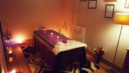 Authentic thai massage therapy by ann aberdeen for Mobile beauty therapist table