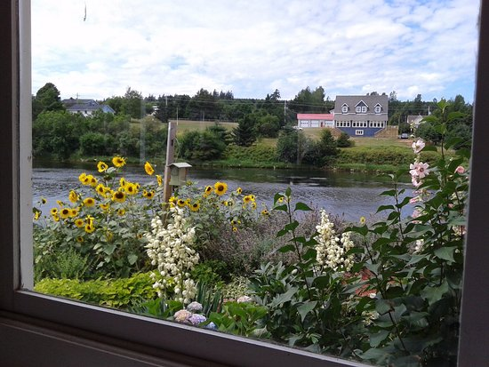 New Glasgow, Canada: The view of the Clyde River and gardens from our table