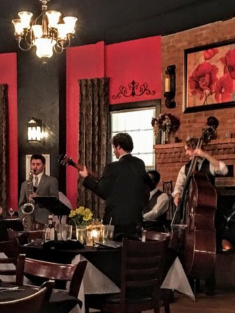 Joe's Steakhouse: Jazz band keeping the restaurant mellow and entertained.