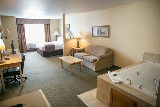 Ottertail, MN: King Whirlpool Suite