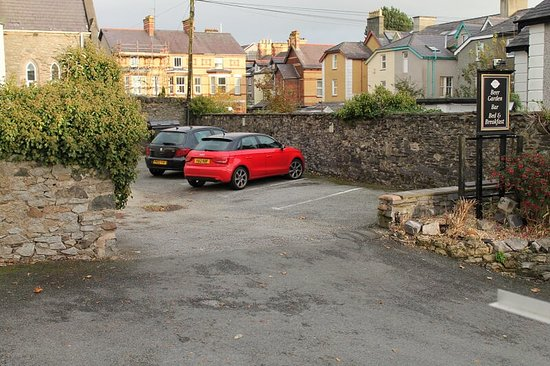 The Menai Hotel and Bar : Residents Car Park