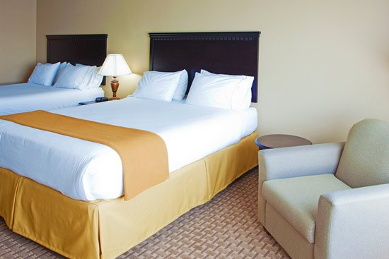Holiday Inn Express Hotel & Suites Tappahannock: Plenty of room for your family to relax