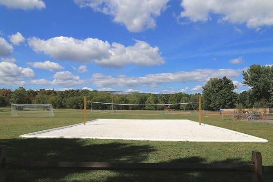 Gardiner, NY: Sand Volleyball