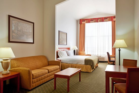Loves Park, IL: Suite