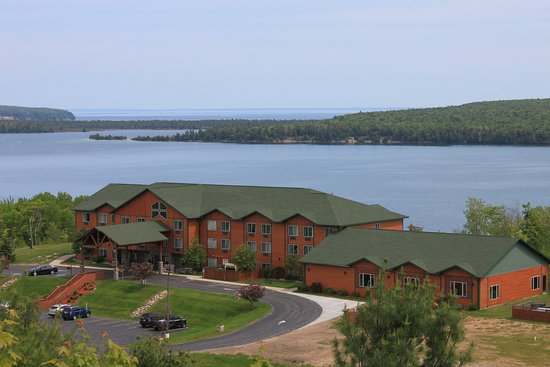 Holiday Inn Express Munising -  Lakeview: Hotel Exterior
