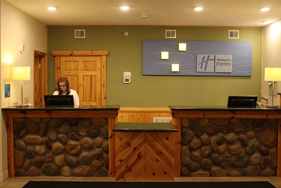 Holiday Inn Express Munising -  Lakeview: Front Desk