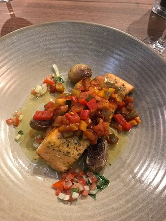 Ashorne, UK: Amazing food but rooms really do vary