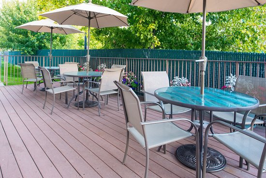 Spokane Valley, WA: Enjoy a manager's reception and nightly cookies on our Guest Patio