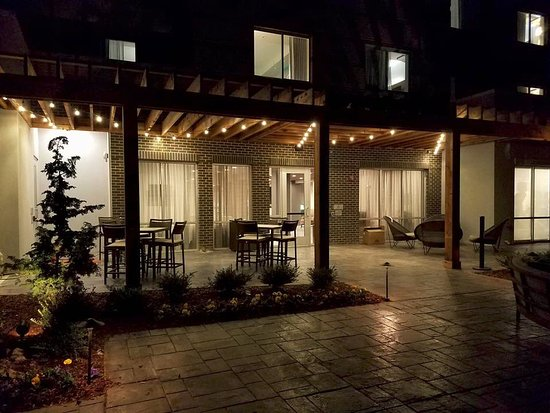 The outdoor patio at the Courtyard Murfreesboro is perfect for enjoying some fresh air