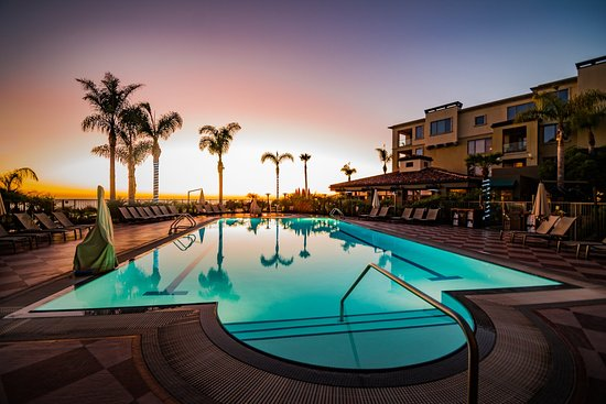 Dolphin Bay Resort & Spa: Pool Sunset
