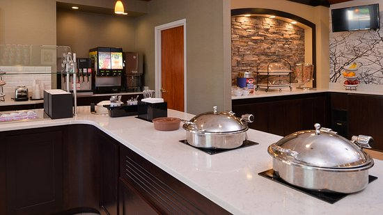 Staybridge Suites Sioux Falls: Breakfast Bar