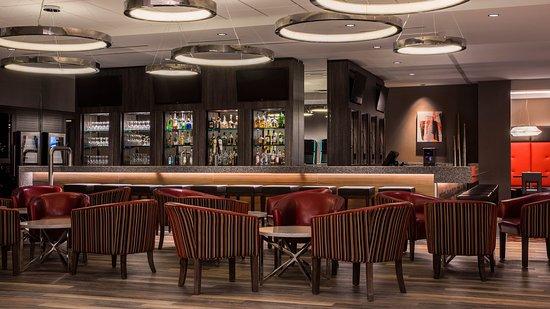 Holiday Inn Winnipeg South: EnoBAR + Kitchen Restaurant & Lounge