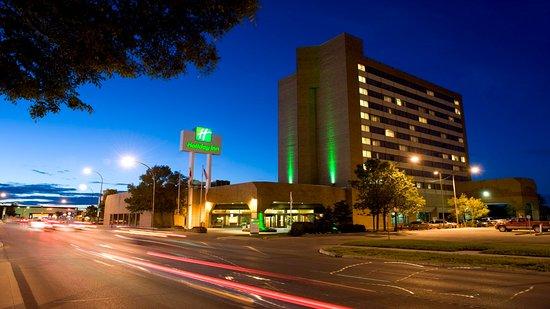 Holiday Inn Winnipeg South: Hotel Night Time Exterior