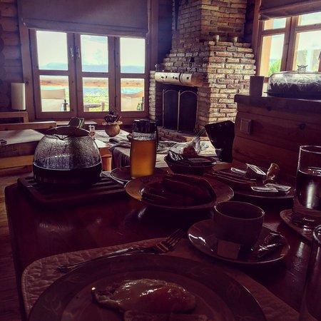 Hyades Mountain Resort: Υπεροχη θεα με ενα πλούσιο πρωινο!!!