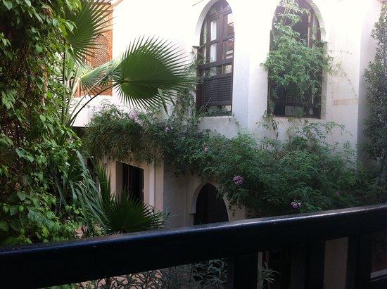 Riad Dar Nimbus: Les 2 fenêtres de ma chambre