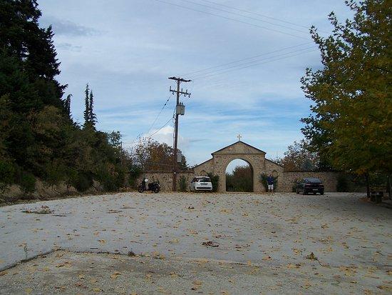 Kiato, Grecia: Το πάρκινγκ τής μονής