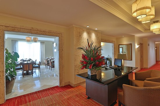 Real InterContinental San Pedro Sula at Multiplaza Mall: Club Floor Lounge