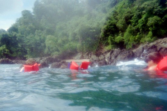 Drake Bay, Costa Rica: Snorkeling - we had to keep our life vests underneath us for safety.