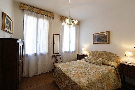 Single Traveller Rooms In Venice