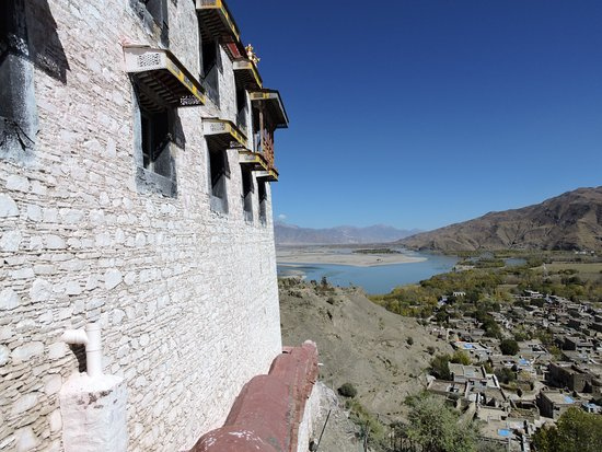 Gonggar County, China: dto with the ruins of Gongga Dzong on the left.