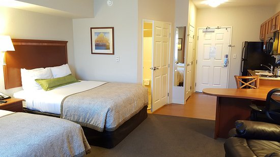 Candlewood Suites - Portland Airport: Guest Room