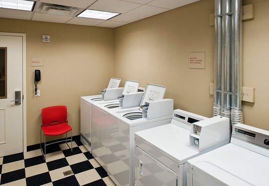 تاون بليس سويتس باي ماريوت بيثلهم إستون: Guest Laundry Center