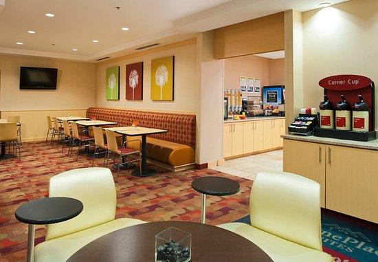 تاون بليس سويتس باي ماريوت بيثلهم إستون: Breakfast Dining Area
