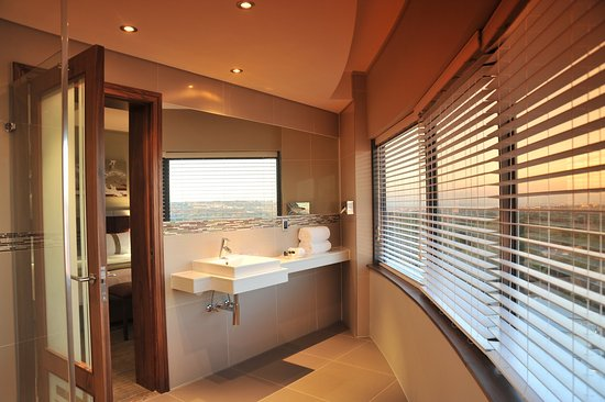 Holiday Inn Johannesburg-Rosebank: Guest Bathroom