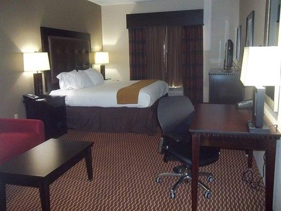 Newington, كونيكتيكت: King Bed Guest Room