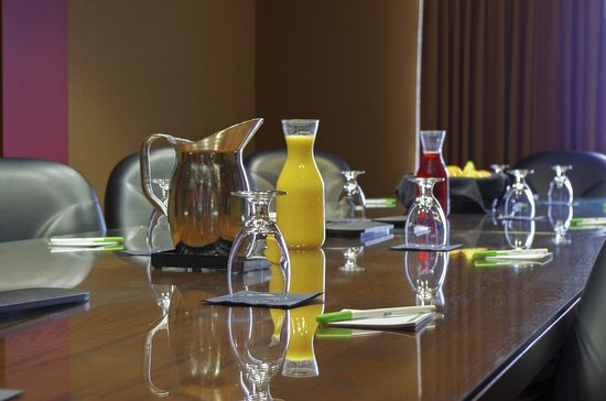 Holiday Inn Pewaukee: Boardroom Suite Available for Meetings or Family Gatherings