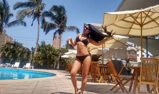 Casa Andina Select Chiclayo: En la piscina, donde puedes toma unos tragos en copas de policarbonato, seguridad total!