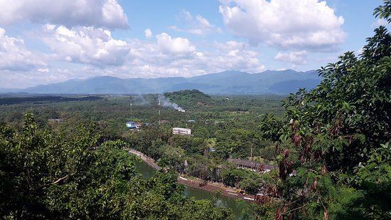 Chanthaburi, Thaïlande : View towards Khao Soi Dao