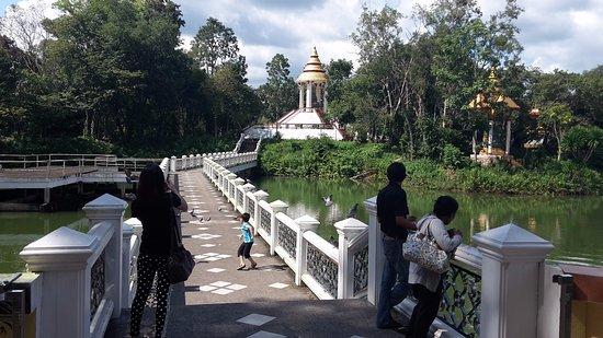 Chanthaburi, Thaïlande : Gardens and lakes