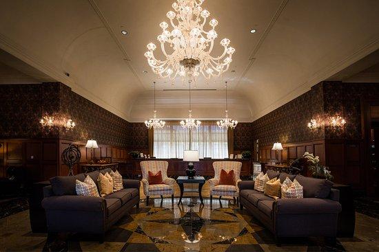 Rochester, MI: Main Lobby at Royal Park Hotel
