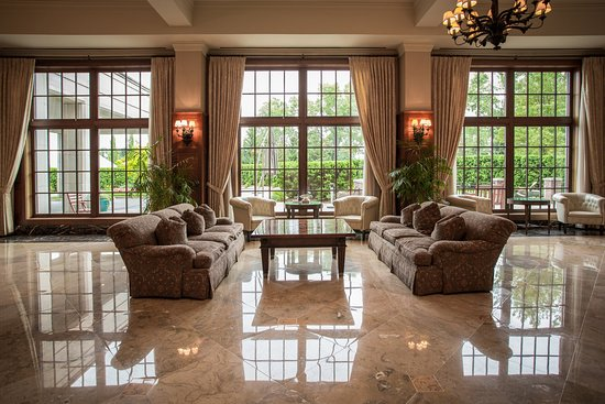 Rochester, ميتشجان: Gallery South Seating at Royal Park Hotel