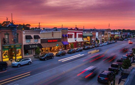 โรเชสเตอร์, มิชิแกน: Downtown Rochester Evening