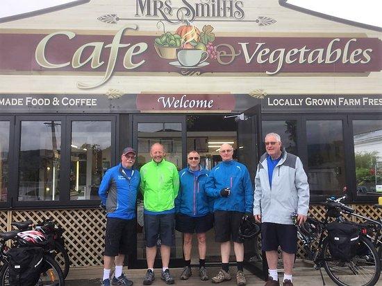 Mrs Smiths Cafe & vegetables: 5 Men on Bikes from Wellington; on four day cyce tour on Great Taste Tasman Trail.