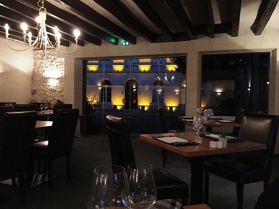 Le Grand Monarque : Lovely dining room
