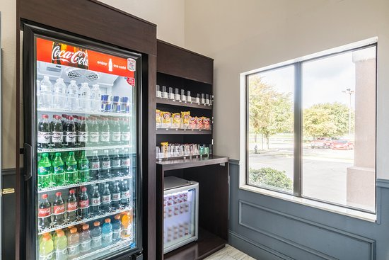Quality Suites Burleson - Ft. Worth: Vending Area