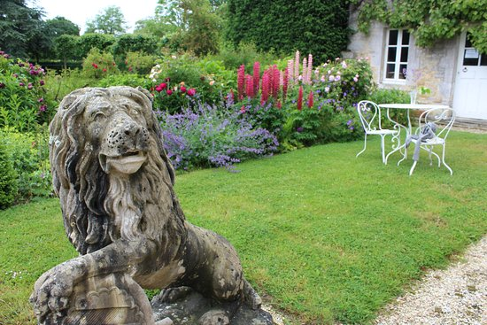 Colombières, France : Front courtyard garden