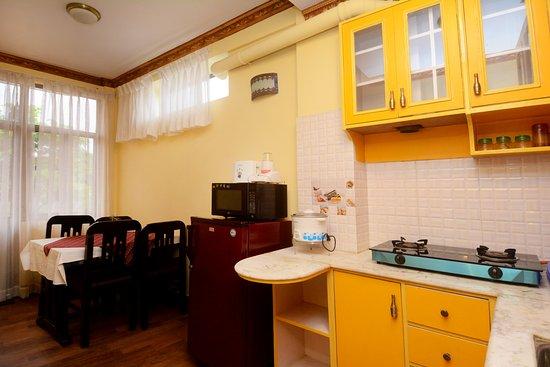 https://media-cdn.tripadvisor.com/media/photo-s/0d/97/43/6d/studio-apartment-kitchen.jpg