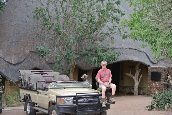 Pondoro Game Lodge: Getting set for a game drive