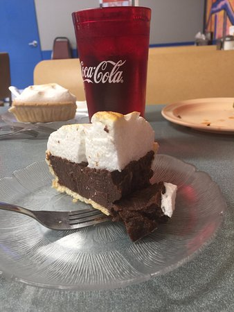 El Reno, OK: Chocolate pie - filling was oddly gritty, but it was tasty.