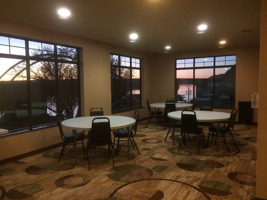 Marquette, IA: common room on top floor looking at river