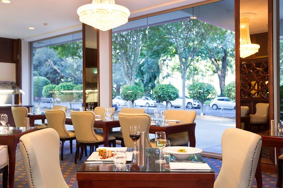 Photo Dining Room Overlooking The Botanical Gardens