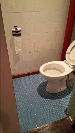 Hotel Tamarin: Finition : pas de seuil de porte, wc ambiance hôtel seconde zone et non pas 3 étoiles.