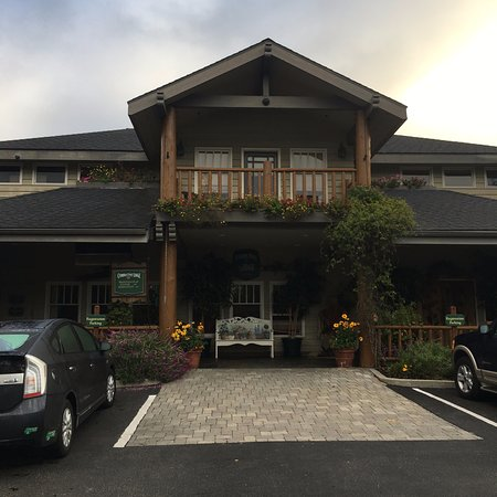 Cambria Pines Lodge : Main entrance to Cambria Pines