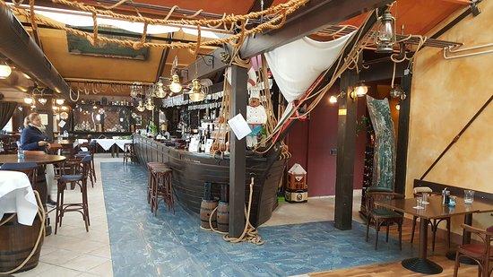 the flying ship leinfelden echterdingen restaurant. Black Bedroom Furniture Sets. Home Design Ideas