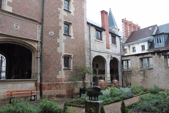 Musee du Berry: Cour du musée .